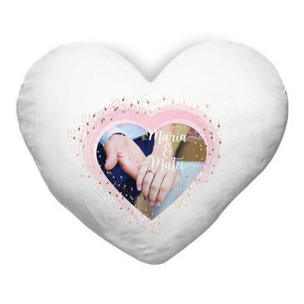 Pernă pufoasă personalizată cu poză şi nume, în formă de inimă